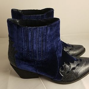 Very Volatile Shoes - Very Volatile Navy Blue Vegan Leather Booties SZ 8
